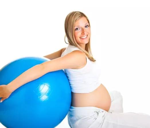 孕妇球瑜伽有用吗 孕妇球瑜伽的好处