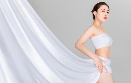 女性来月经胸部有硬块_女性来月经胸部会变大吗 经期胸变大是正常的吗