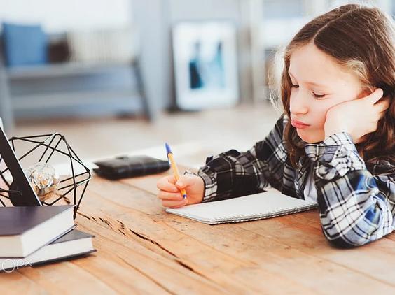 陪孩子写作业抓狂发朋友圈句子 2019陪孩子写作业的的感悟