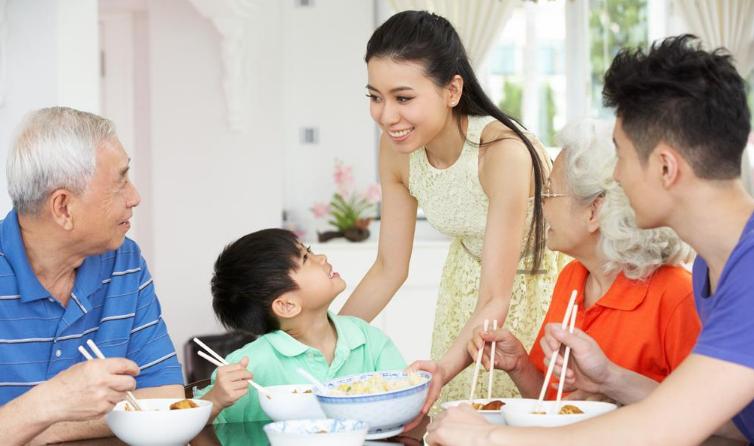 怎么让孩子爱上吃饭 孩子不爱吃饭怎么做让他喜欢吃饭