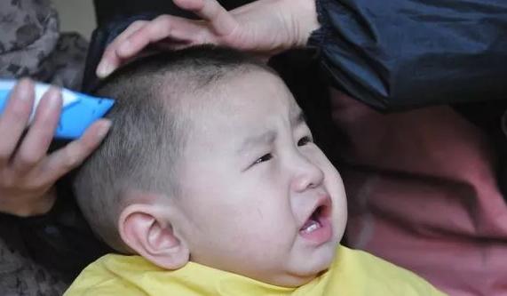 宝宝胎毛什么时候剃最好呢 宝宝冬天出生什么时候剃胎毛