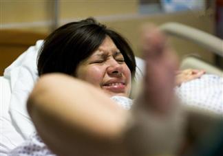 临产前肚子痛多久要去医院 临产期肚子疼到什么程度