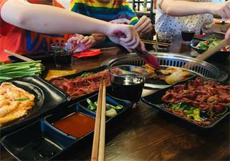 吃烤肉说说心情短语 和朋友吃烤肉说说朋友圈