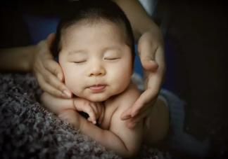 宝宝嘴巴一直动是为什么 嘴巴一直动是饿了吗