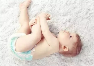 新手爸妈该怎么选纸尿裤 夏季宝宝穿纸尿裤会湿疹吗
