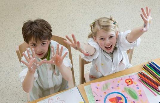 暑假该不该给孩子报辅导班|暑假该不该给孩子报补习班 暑假让孩子玩还是学习好