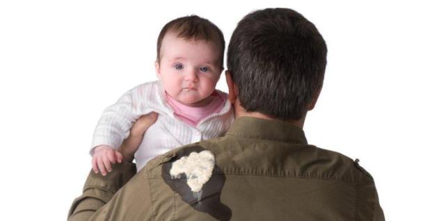 寶寶吐奶時嗆奶了怎么辦 預防寶寶吐奶的小妙招2019