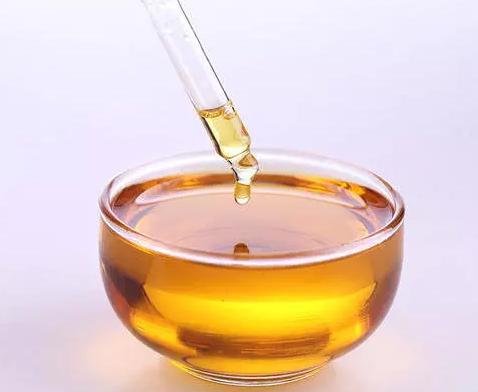 孩子吃油的、甜的的容易恶心吐_孩子吃油的作用是什么 多大孩子可以吃食用油