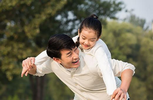 女儿有恋父情结怎么办|女儿有恋父情结怎么回事 孩子恋父情结的原因