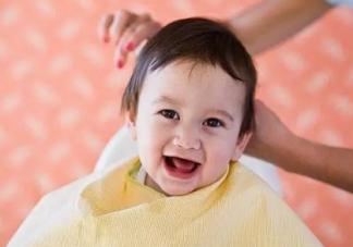 宝宝不长头发是怎么回事 宝宝头发少怎么办