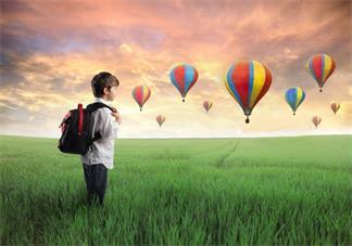 孩子沉浸在自己的幻想中正常吗 孩子总是以为自己是动画中的角色怎么办