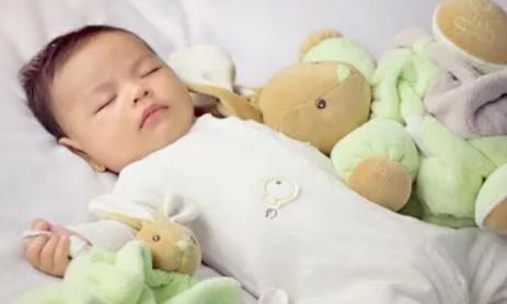 宝宝要多久才能适应安抚巾 宝宝如何安全使用安抚巾