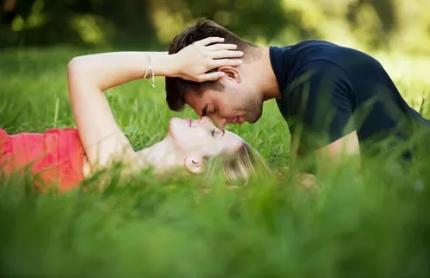 男性第一次硬不起来是什么原因 男性第一次的时候要注意什么