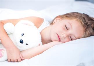 孩子睡着睡着就哭了是怎么回事 为什么孩子睡觉总是有小动作