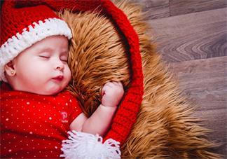 孩子睡觉抓耳朵撞头是什么原因 宝宝睡觉不安分相关问题解答