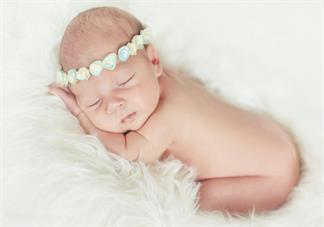 孩子睡觉握拳是脑瘫吗 孩子睡觉的姿势应该是什么样的