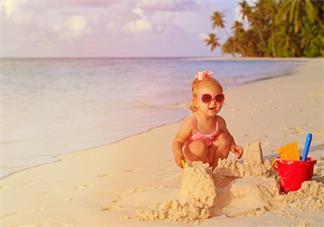 孩子玩沙子有什么好处 不同年龄段孩子怎么玩沙子比较好