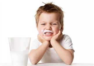 早上空腹喝牛奶好不好 早上空腹喝牛奶的坏处
