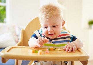 宝宝特别爱吃零食怎么办  如何正确的控制宝宝吃零食