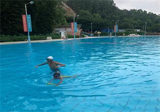带孩子游泳的说说 朋友圈怎么发孩子去游泳