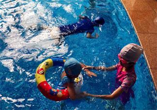 陪孩子游泳的心情说说 带宝宝去游泳能发什么