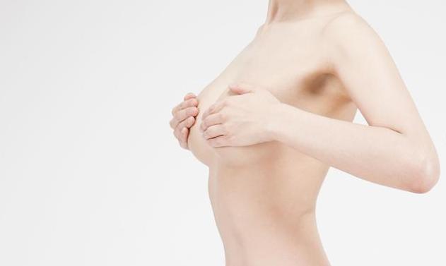 乳腺囊肿会造成乳腺癌吗 乳腺囊肿的症状表现有哪些