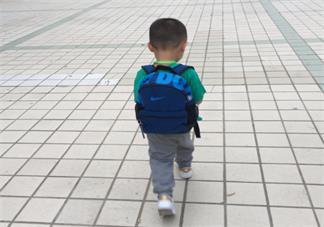 孩子第一天上幼儿园当妈的心情 送孩子上幼儿园家长心情