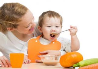 儿子会自己吃饭了朋友圈说说 妈妈感慨儿子能自己吃饭语录
