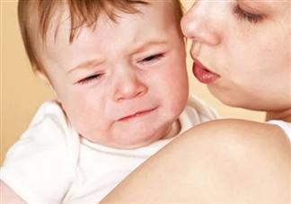 宝宝晚上一哭就要给夜奶吃吗 宝宝晚上要吃几次夜奶