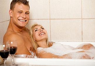 鸳鸯戏水必备断魂体位 合适浴缸爱爱的体位