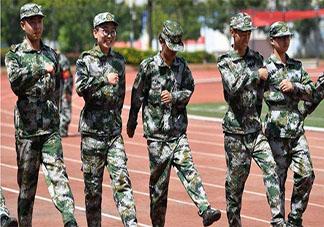 军训教官被带成顺拐的爆笑瞬间 军训时有哪些有趣的事情