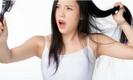 老是脱发是什么原因导致的 脱发是什么原因导致的 平时如何预防脱发