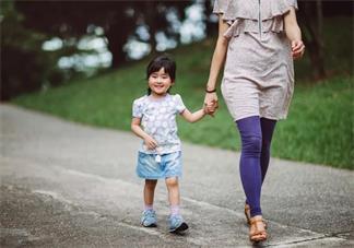 孩子性格有点两面派是怎么回事 为什么孩子在学校和在家性格不同
