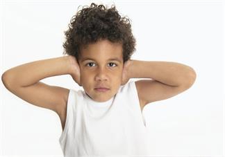 宝宝鼻子里面有耳屎什么时候挖好 如何正确护理宝宝的耳朵