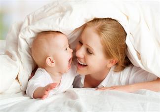 多久给孩子喂一次奶比较好 孩子睡着了是不是要喊醒喂奶