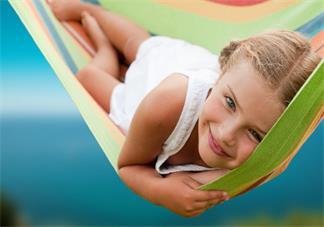 孩子左右肩膀不一样高是脊椎侧弯吗 孩子脊椎侧弯怎么预防