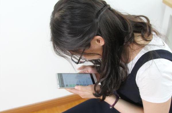 低头玩手机对女性颈椎损害更大吗 低头玩手机的风险