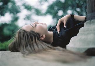 过度依赖型恋爱有什么表现 如何摆脱过度依赖型恋爱