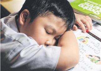 近八成中小学生睡眠不达标是怎么回事 中小学生睡眠不达标的原因