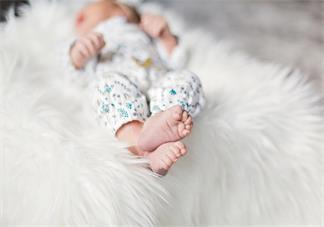 第一次给宝宝洗澡心情感慨 第一次给宝宝洗澡说说朋友圈