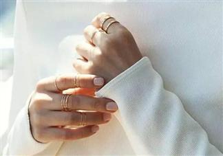 戒指怎么叠戴时尚好看 戒指叠戴法技巧