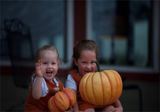秋季宝宝的衣服怎么穿比较好 秋天如何给宝宝穿合适的衣服