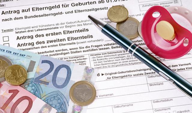 生育津贴申请多久能报下来 生育津贴和产假工资可以同时领取吗