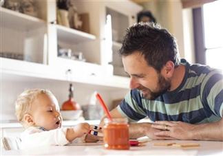 给宝宝喂饭会带来什么危害 如何养成良好的吃饭习惯