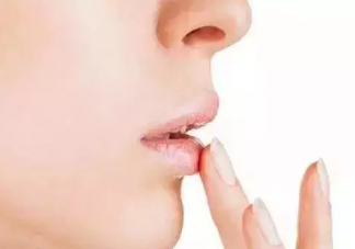 秋季嘴唇干裂的原因是什么 秋季嘴唇干裂怎么办