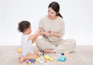 宝宝经常握拳是不是脑损伤 宝宝脑损伤跟握拳有关吗