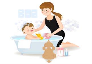 孩子得湿疹了怎么洗澡 湿疹宝宝洗澡的时候要注意什么