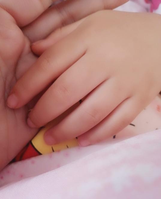 带孩童去输液的心情绪触 孩童生病输液发朋友圈的心情