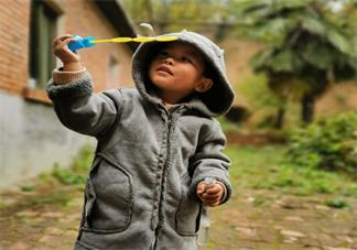 孩子上早教班的感受心情 孩子上早教班了的说说朋友圈