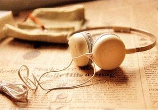 戴着耳机最好不要说话 戴着耳机说话的声音大为什么